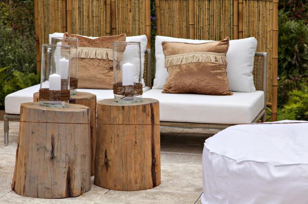 transformer un rondin de bois en petite table - Table De Jardin En Rondin De Bois
